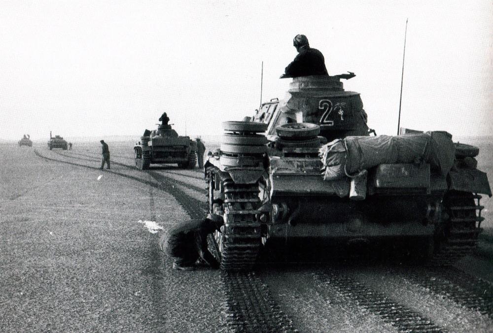 Panzer III 15th Div. 8 Reg, 2º Kompanie, full of stowage